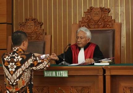 KPK Tidak Siap Lawan Setnov, Sidang Praperadilan Ditunda Pekan Depan