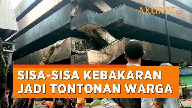 Sisa-sisa Kebakaran Pasar Minggu Jadi Tontonan Warga dan Pedagang