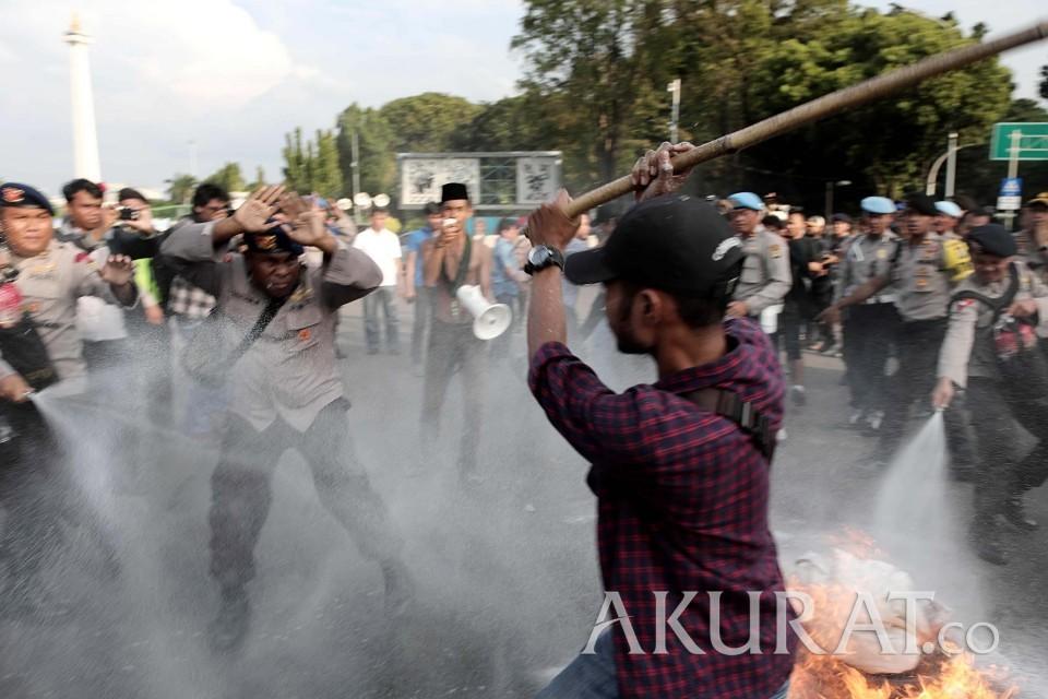 Demo di Depan Istana, HMI MPO Bentrok dengan Polisi - Foto 1