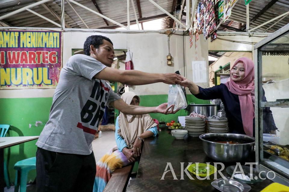 AniesLonggarkan PPKM, Durasi Makan di Warteg Diperpanjang 10 Menit