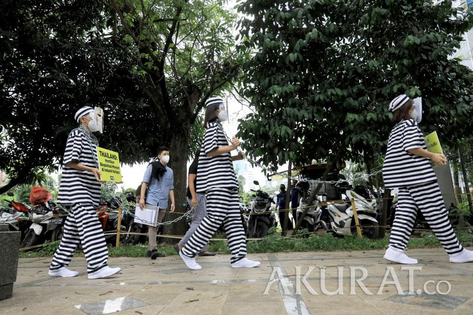 Bertopeng Monyet, Organisasi PETA Gelar Aksi di Kedubes Thailand - Foto 1
