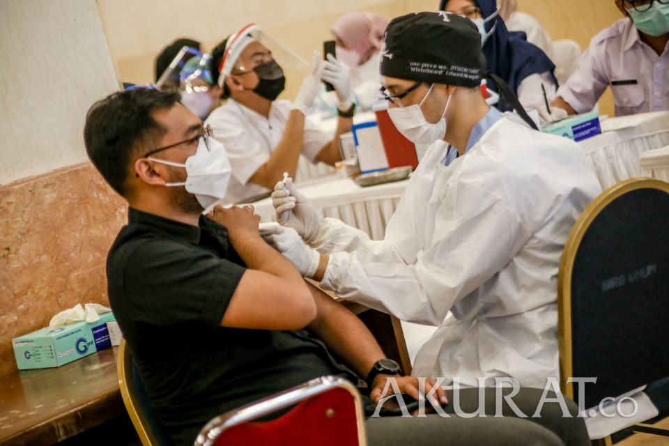 Sebanyak 5.200 Wartawan Lakukan Vaksinasi di Balai Kota - Foto 2