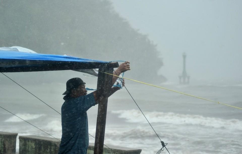 BPBD DKI Imbau Warga Ibu Kota Waspadai Potensi Hujan Angin