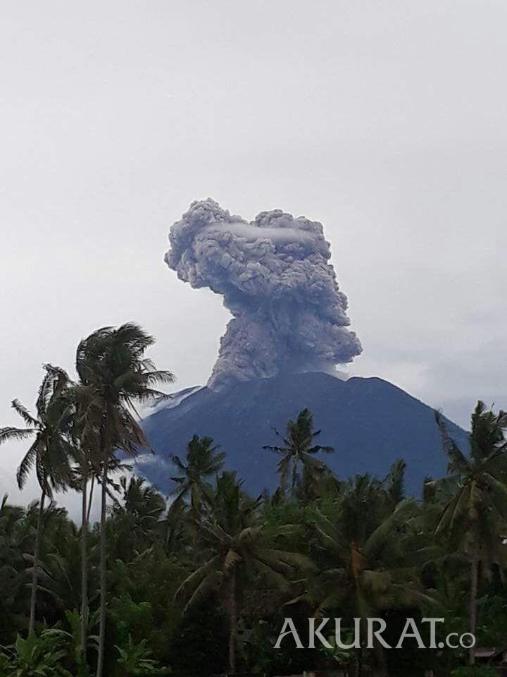 Gunung Agung Erupsi, Kemenpar Aktifkan Crisis Center di Bali