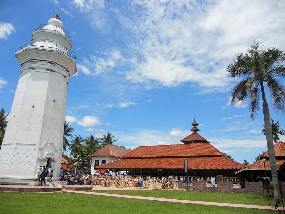 Kagum 6 Wisata Religi di Banten yang Bisa Jadi Pilihan Saat Pandemi Usai, Ada Masjid yang Diatas Bukit - Foto 1