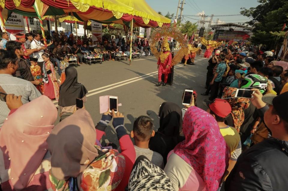 Fashion Karnaval Awali Pembukaan 'Festival Bakar Tongkang 2018'