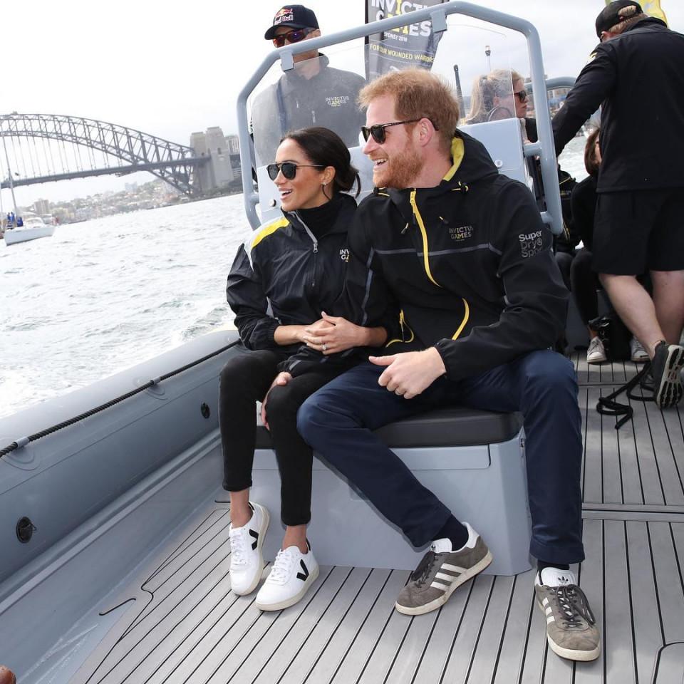 Bikin Baper, 10 Momen Romantis Pangeran Harry dan Meghan Markle - Foto 3
