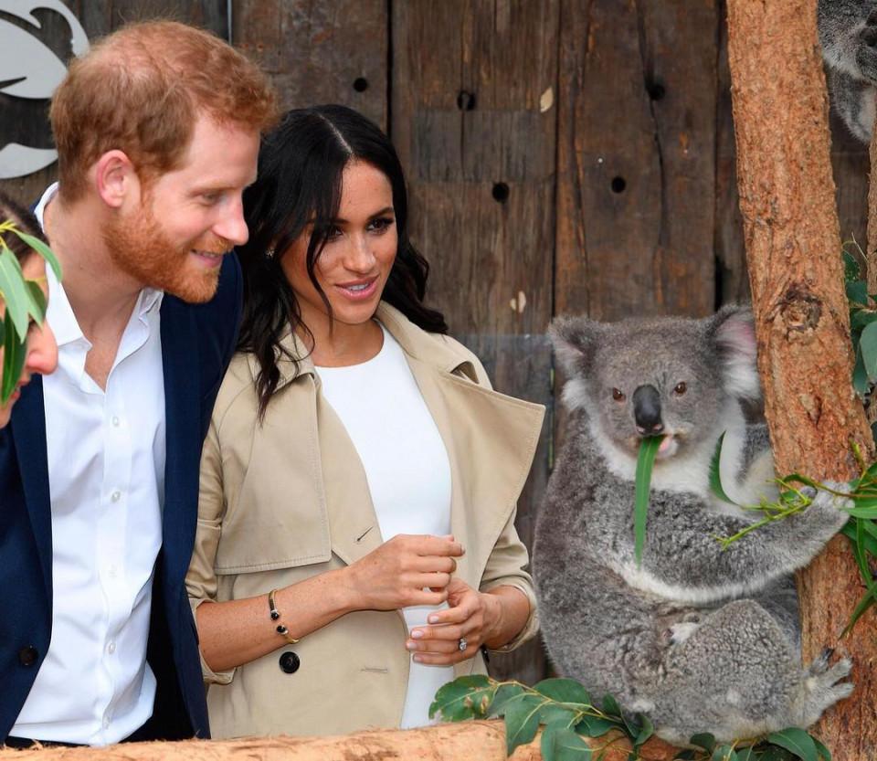 Bikin Baper, 10 Momen Romantis Pangeran Harry dan Meghan Markle - Foto 2
