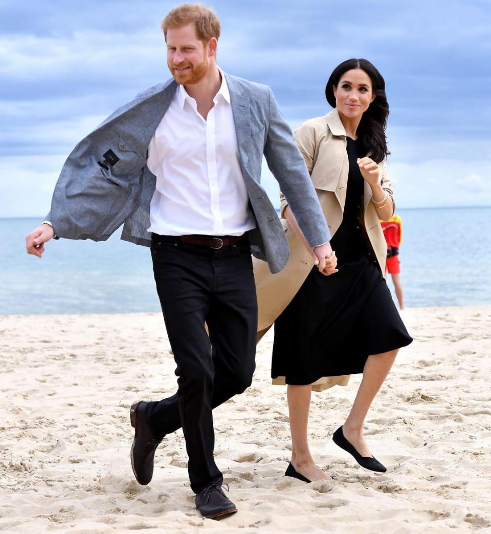 Bikin Baper, 10 Momen Romantis Pangeran Harry dan Meghan Markle - Foto 9