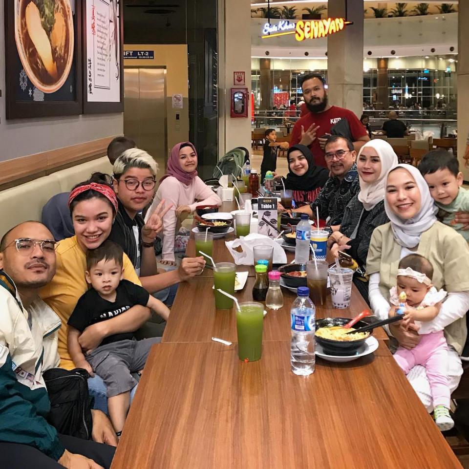 7 Bersaudara, 10 Potret Kompaknya Kakak-Beradik Zaskia Adya Mecca - Foto 6