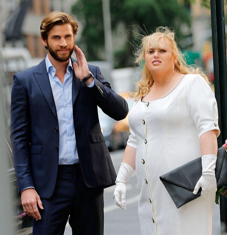 7 Potret Rebel Wilson dan Liam Hemsworth dalam Film Isn't It Romantic - Foto 2