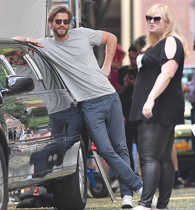 7 Potret Rebel Wilson dan Liam Hemsworth dalam Film Isn't It Romantic - Foto 3