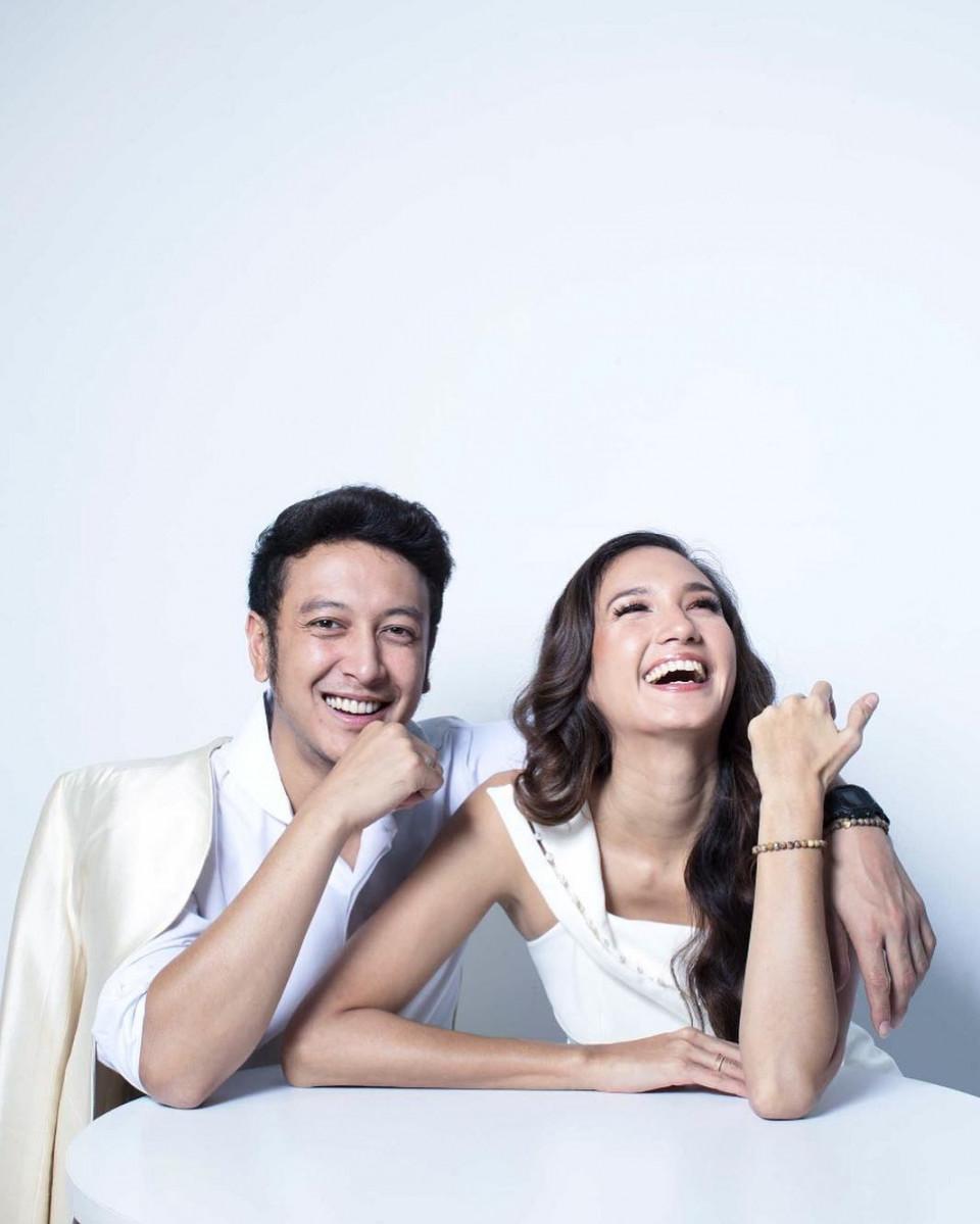 10 Momen Romantis Dimas Anggara dan Nadine Chandrawinata yang Makin Lengket - Foto 1