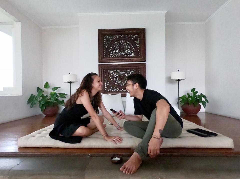 10 Momen Romantis Dimas Anggara dan Nadine Chandrawinata yang Makin Lengket - Foto 6