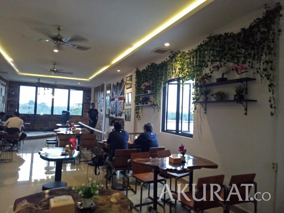 JPW Cafe Padukan Kayu dan Vintage, Bikin Ngopi Makin Nyaman - Foto 1