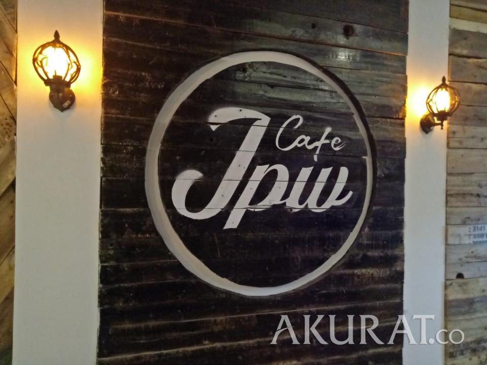 JPW Cafe Padukan Kayu dan Vintage, Bikin Ngopi Makin Nyaman - Foto 3