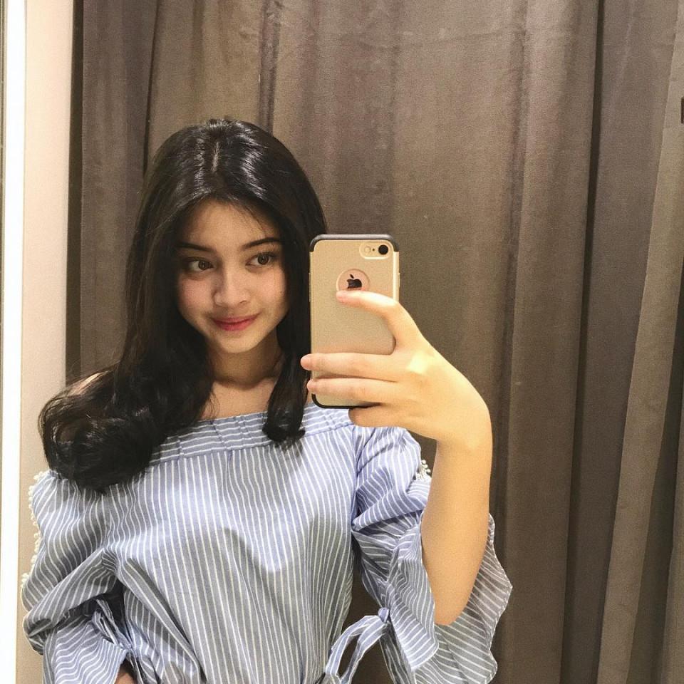Kekinian, 10 Gaya Yoriko Angeline Saat Mirror Selfie - Foto 1