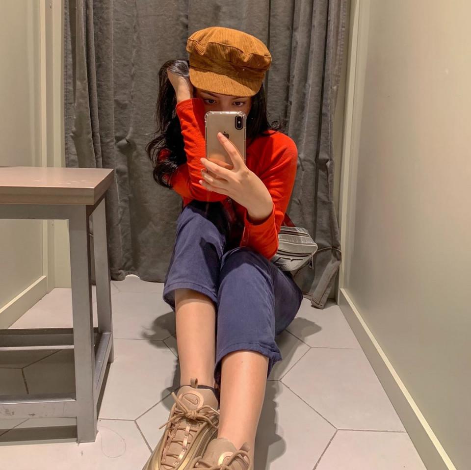 Kekinian, 10 Gaya Yoriko Angeline Saat Mirror Selfie - Foto 2