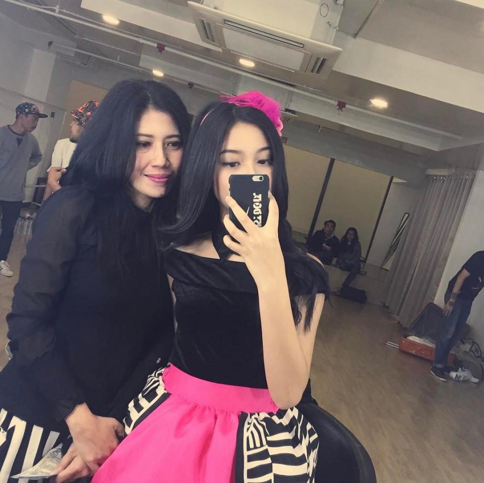 Kekinian, 10 Gaya Yoriko Angeline Saat Mirror Selfie - Foto 4