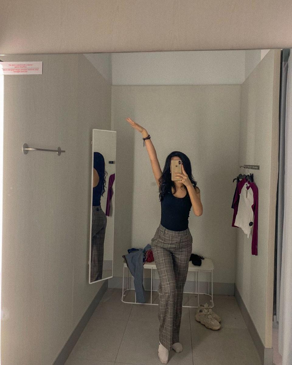 Kekinian, 10 Gaya Yoriko Angeline Saat Mirror Selfie - Foto 6