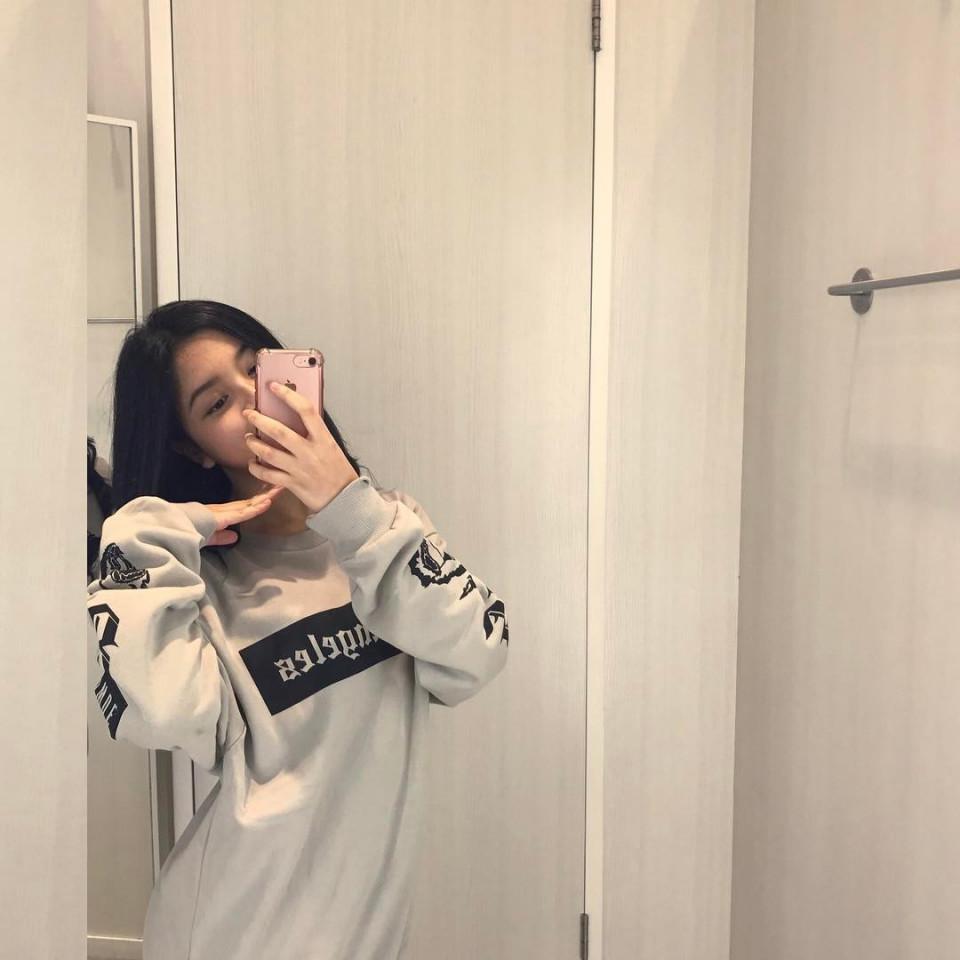 Kekinian, 10 Gaya Yoriko Angeline Saat Mirror Selfie - Foto 8