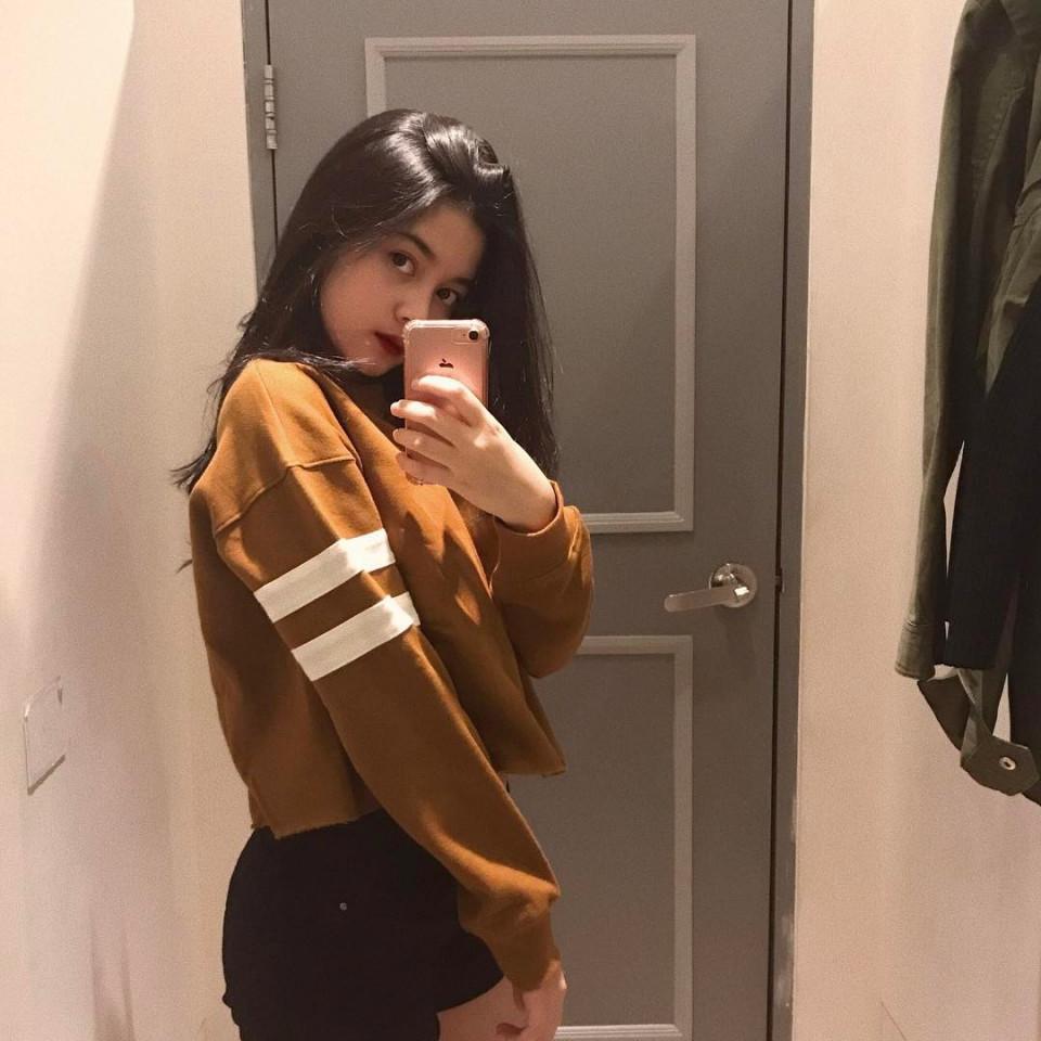 Kekinian, 10 Gaya Yoriko Angeline Saat Mirror Selfie - Foto 10