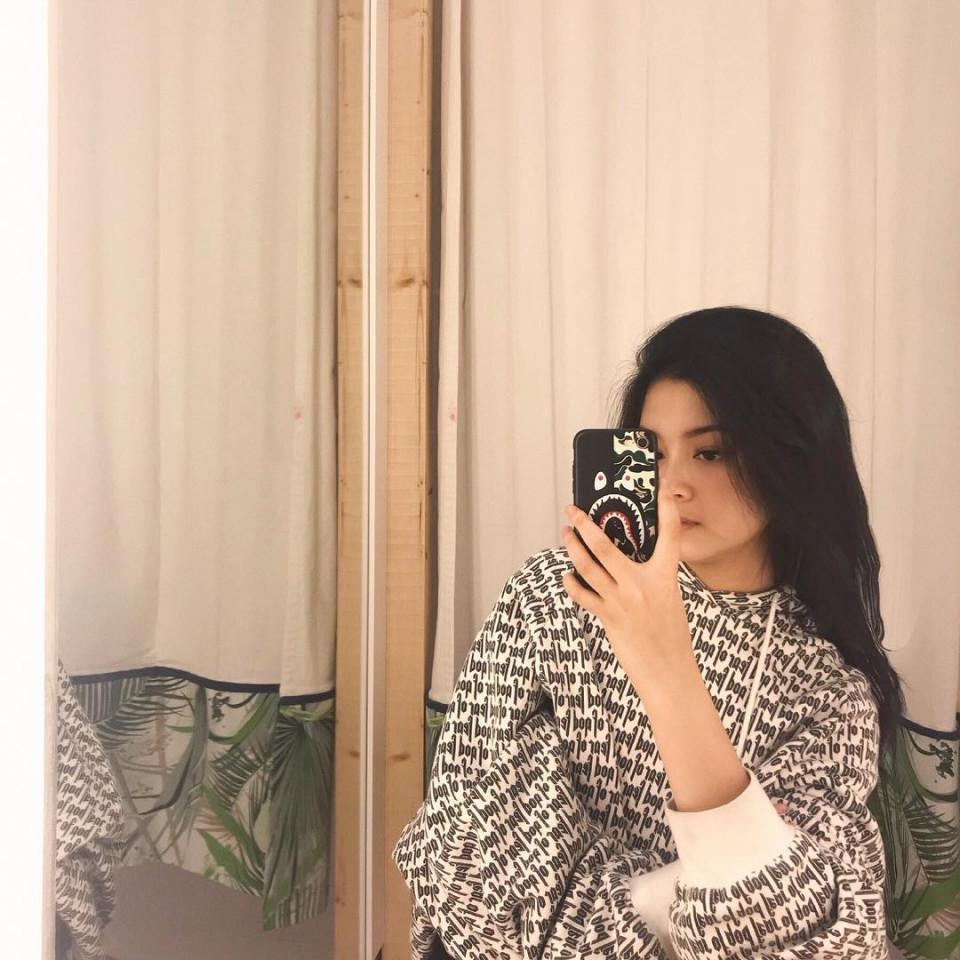 Kekinian, 10 Gaya Yoriko Angeline Saat Mirror Selfie - Foto 9