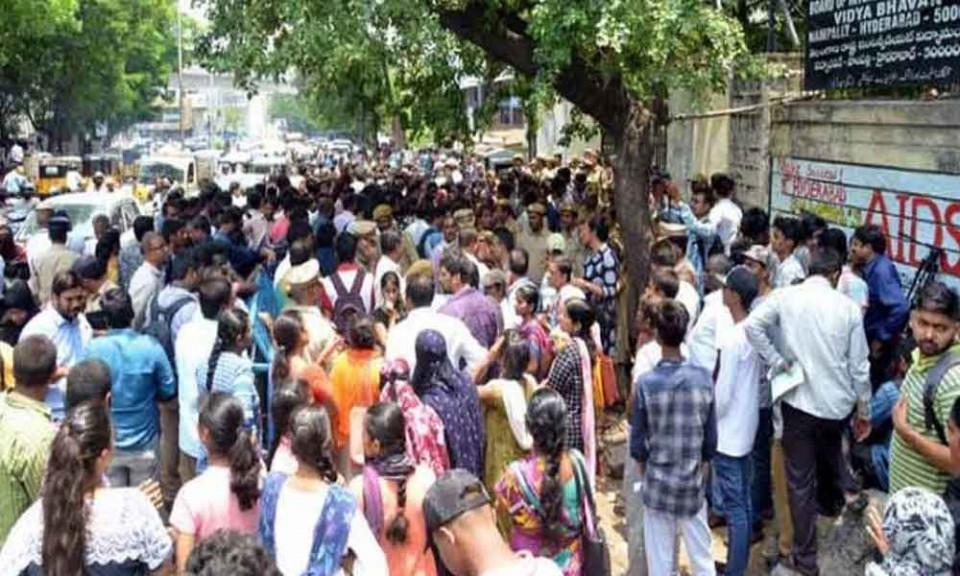 Tak Lolos Ujian Nasional, Belasan Siswa India Mencoba Bunuh Diri - Foto 1