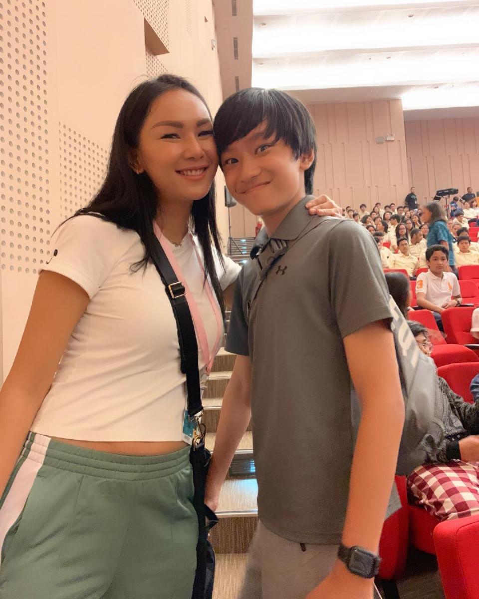 Kalina Oktarani Belum Bicarakan Hubungannya dengan Vicky Prasetyo Kepada Putranya - Foto 1