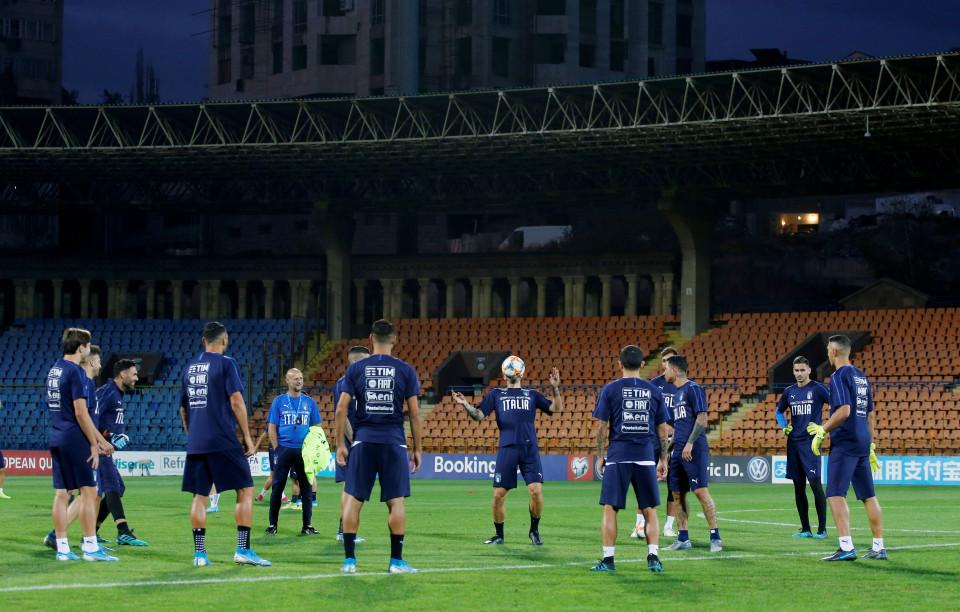Italia Izinkan Kehadiran Penonton di Stadion Mulai Mei