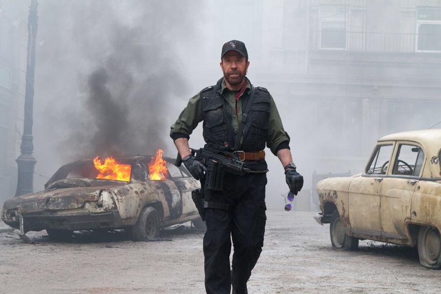 10 Aksi Menegangkan Film 'The Expendables 2', Tayang di Bioskop Trans TV Malam ini - Foto 10