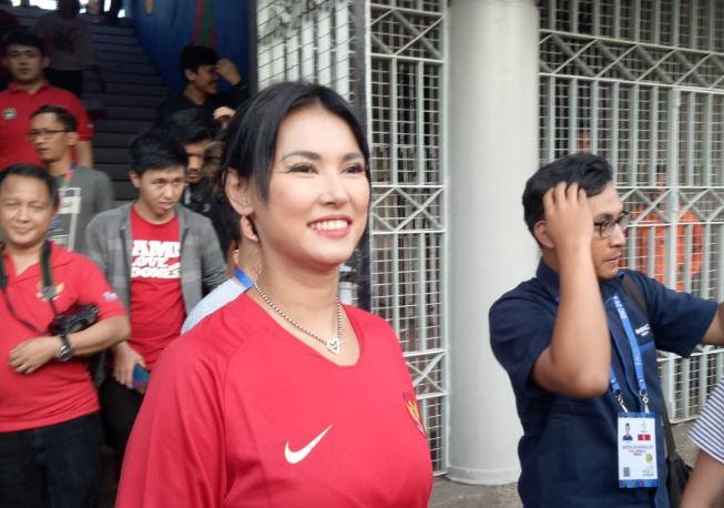 5 Pose Maria Ozawa Beri Dukungan ke Olahraga, Kasih Semangat ke Timnas SEA Games Lho - Foto 4