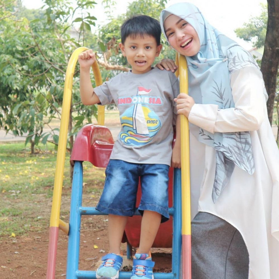 Panutan Banget, 10 Potret Puput Melati Telaten Mengurus Lima Anak - Foto 5