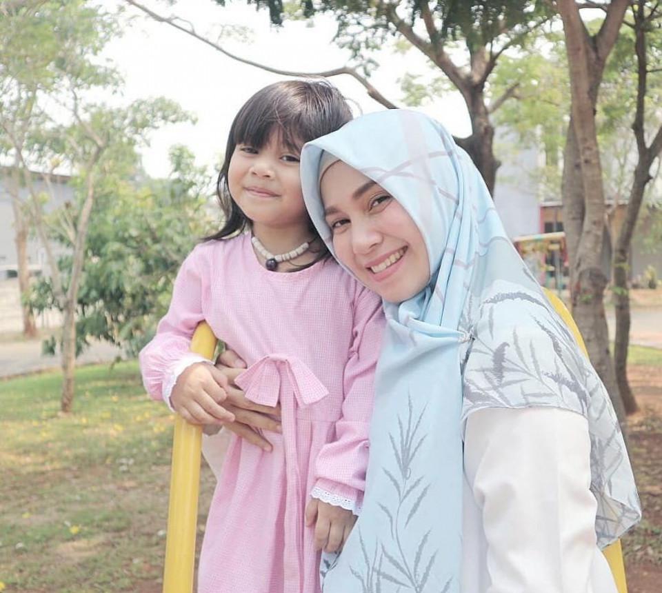 Panutan Banget, 10 Potret Puput Melati Telaten Mengurus Lima Anak - Foto 8