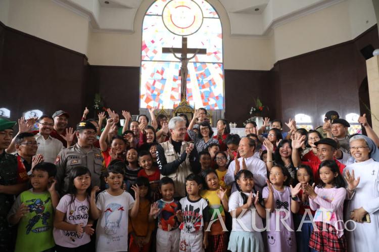 Sidak ke Gereja Gubernur Jateng Disambut Santri dan Suster