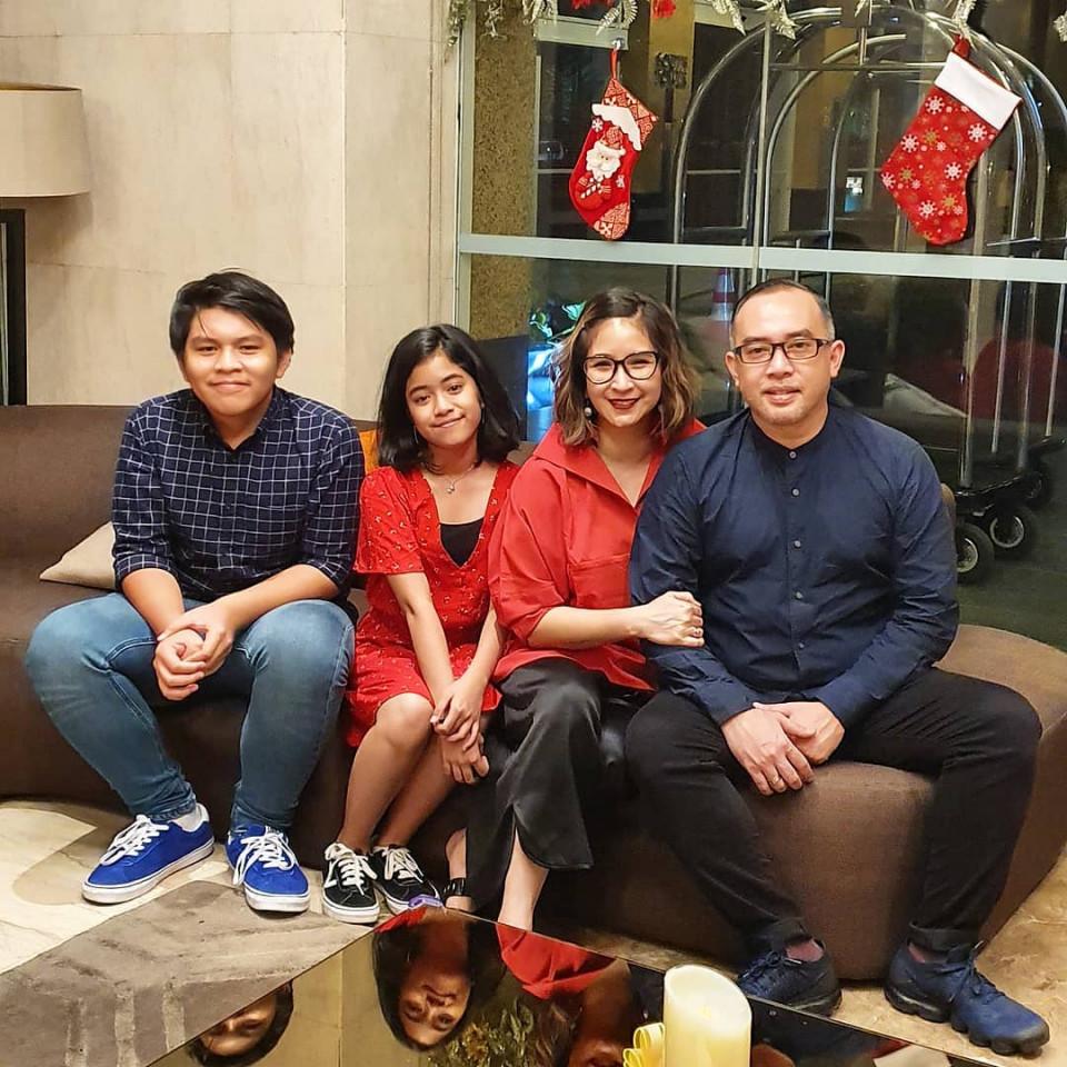 Keseruan 4 Pasangan Seleb Beda Agama Meriahkan Natal 2019 - Foto 3