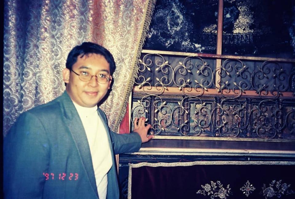 Dipuji Ganteng oleh Warganet, 10 Potret Jadul Fadli Zon - Foto 8