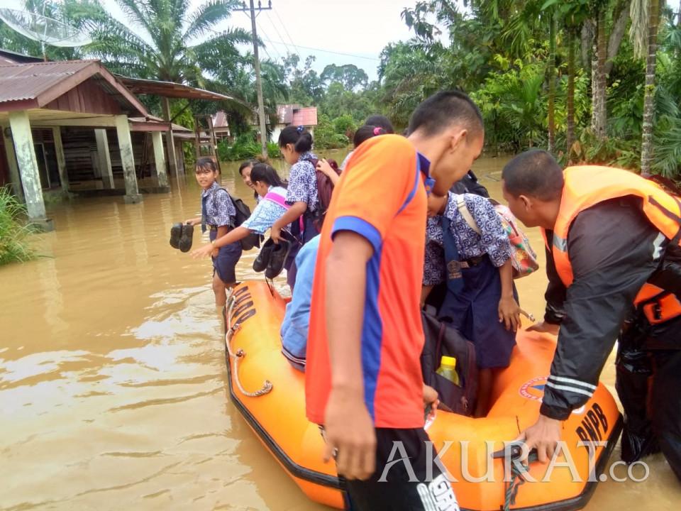 UPDATE: 700 Kepala Keluarga di Tapanuli Tengah Mengungsi Pascabanjir Bandang
