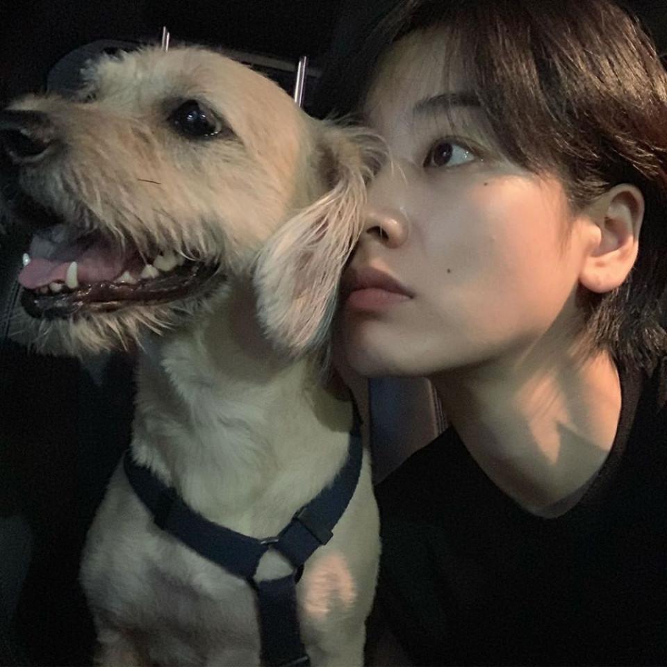Perankan Transgender di Drama Itaewon Class, 10 Potret Memesona Lee Joo-young - Foto 8