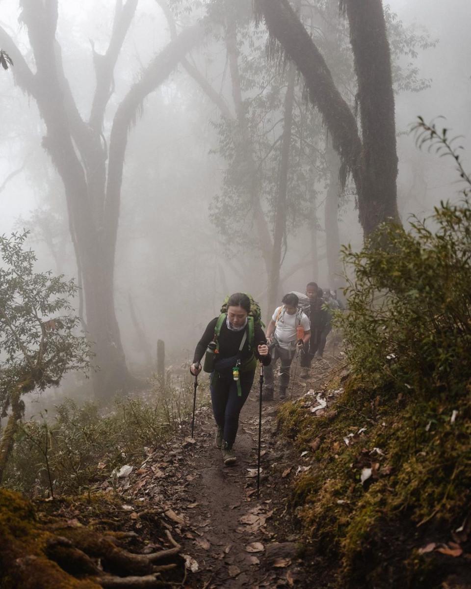 Kibarkan Sang Merah Putih di Puncak Gunung Es, 10 Potret Nikita Willy Mendaki Himalaya - Foto 3