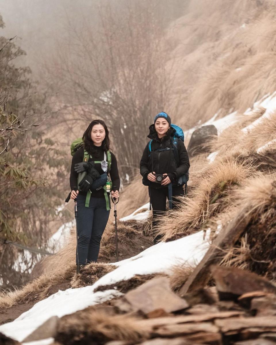 Kibarkan Sang Merah Putih di Puncak Gunung Es, 10 Potret Nikita Willy Mendaki Himalaya - Foto 4