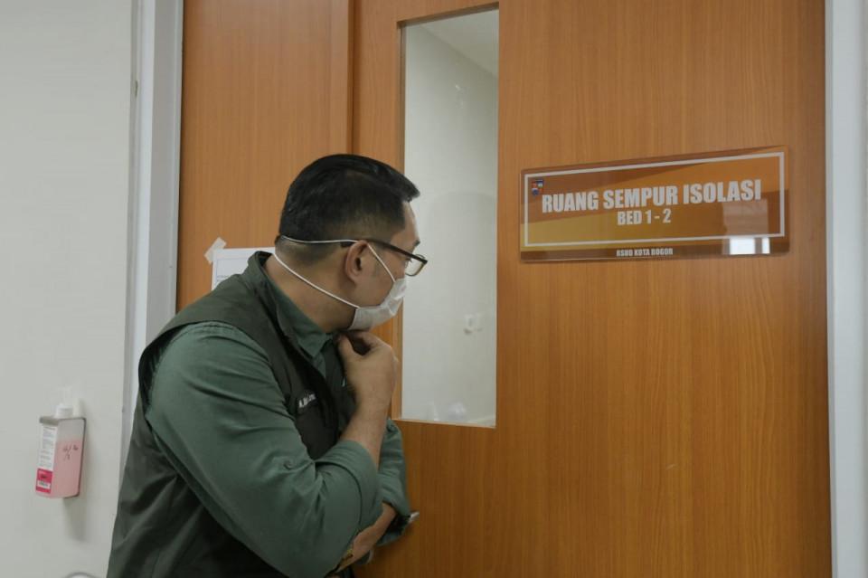 Begini Cara Ridwan Kamil Jenguk Wali Kota Bogor Bima Arya yang Positif Covid-19