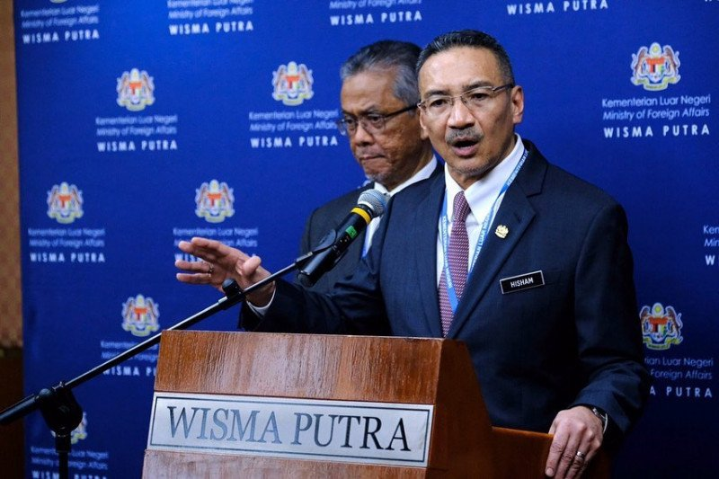 5 Fakta Menarik Hishammuddin Hussein, Sepupu Najib Razak yang Jadi Menlu Baru Malaysia - Foto 4