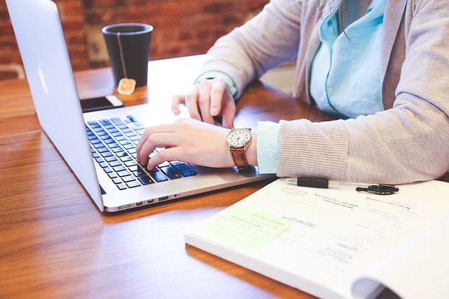 6 Tips Tetap Sehat saat Work From Home, Supaya Selalu Fit dan Produktif