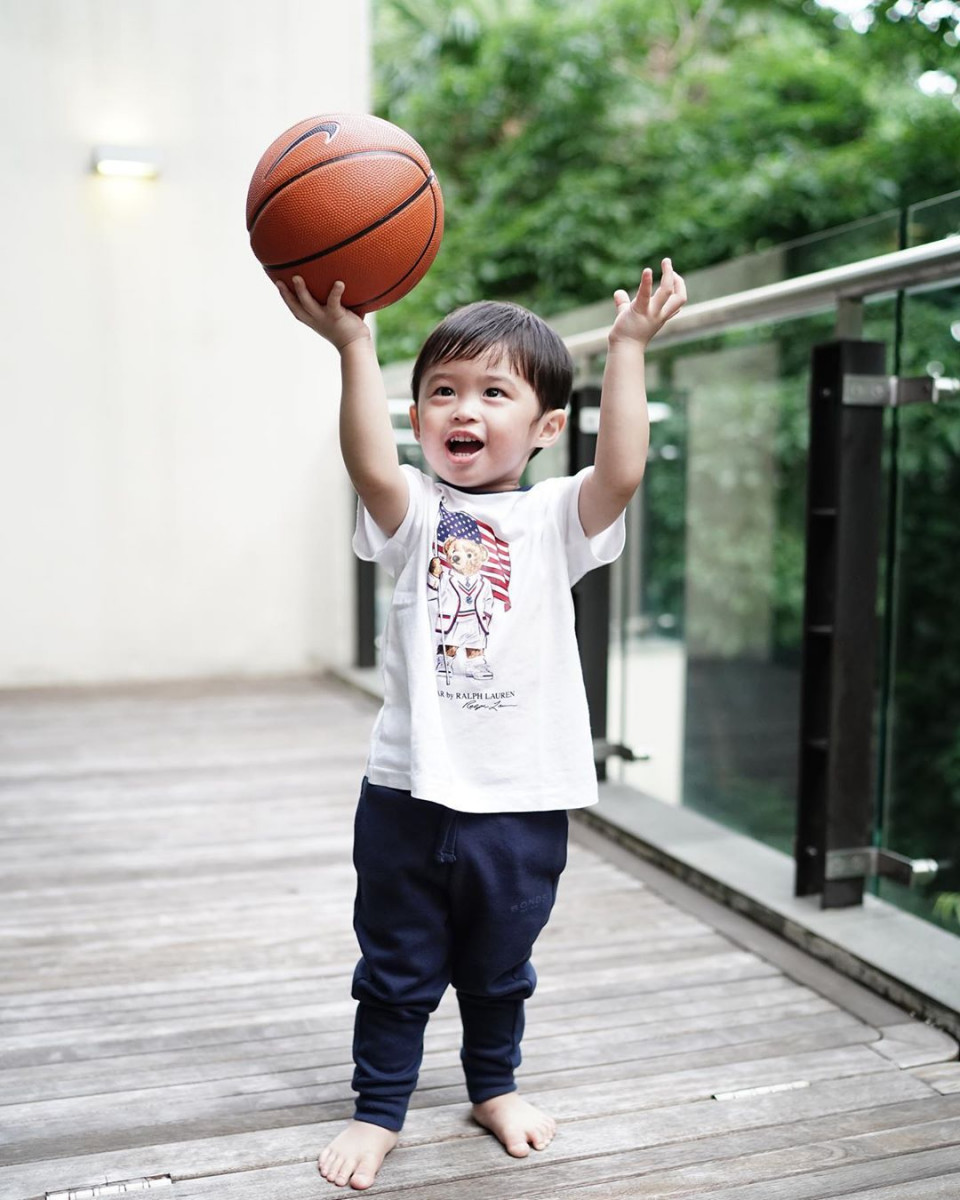 10 Potret Gemas Raphael Moeis dengan Bola Basket, Bak Atlet Profesional - Foto 8