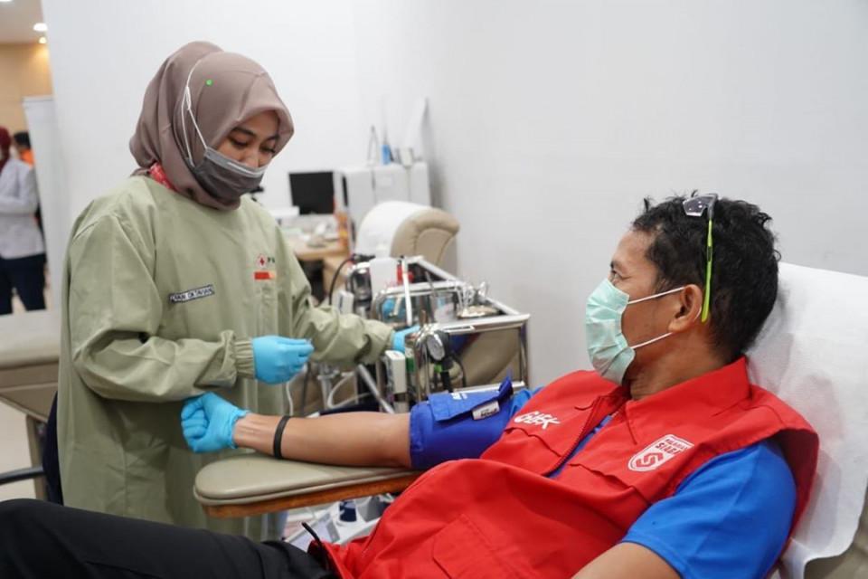 Olahraga hingga Donor Darah, 7 Potret Aktivitas Sandiaga Uno di Sela-sela WFH - Foto 4