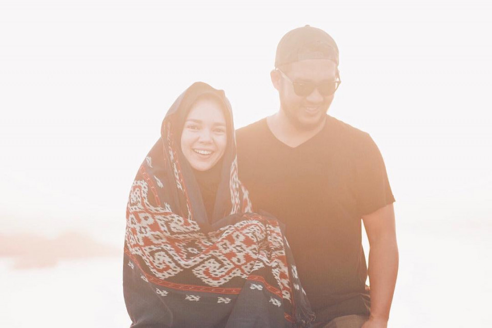 Delapan Tahun Menikah, Ini 10 Potret Harmonis Dewi Sandra dan Agus Rahman - Foto 1