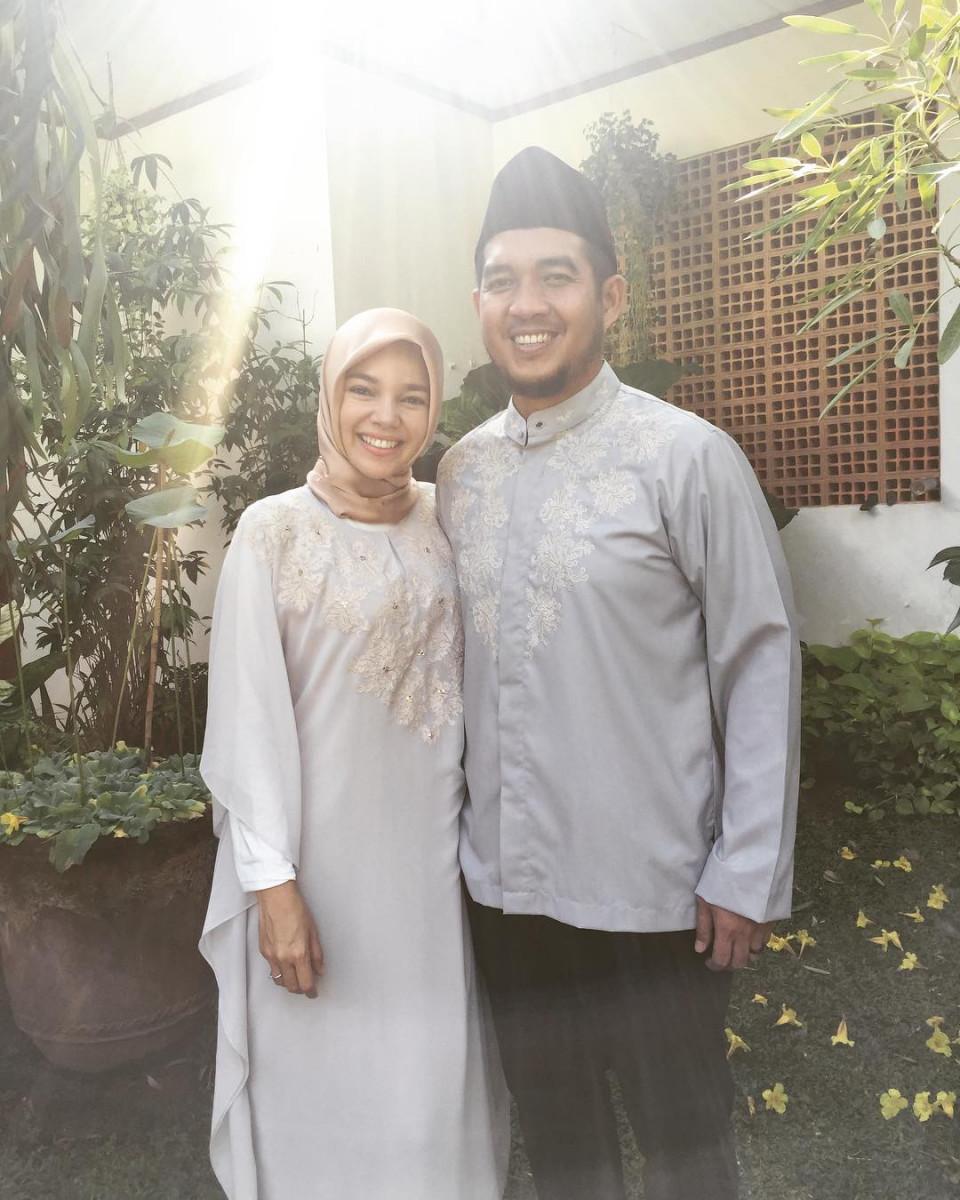 Delapan Tahun Menikah, Ini 10 Potret Harmonis Dewi Sandra dan Agus Rahman - Foto 3