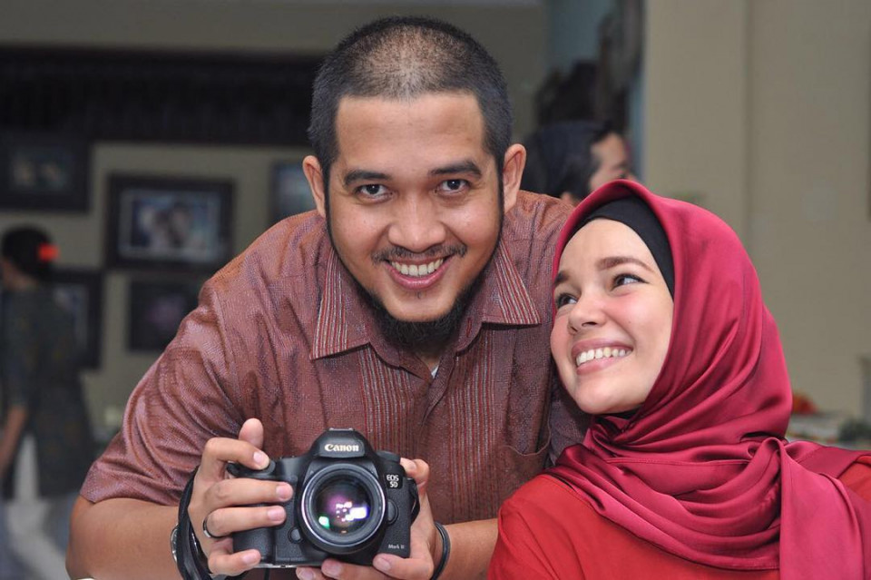Delapan Tahun Menikah, Ini 10 Potret Harmonis Dewi Sandra dan Agus Rahman - Foto 2