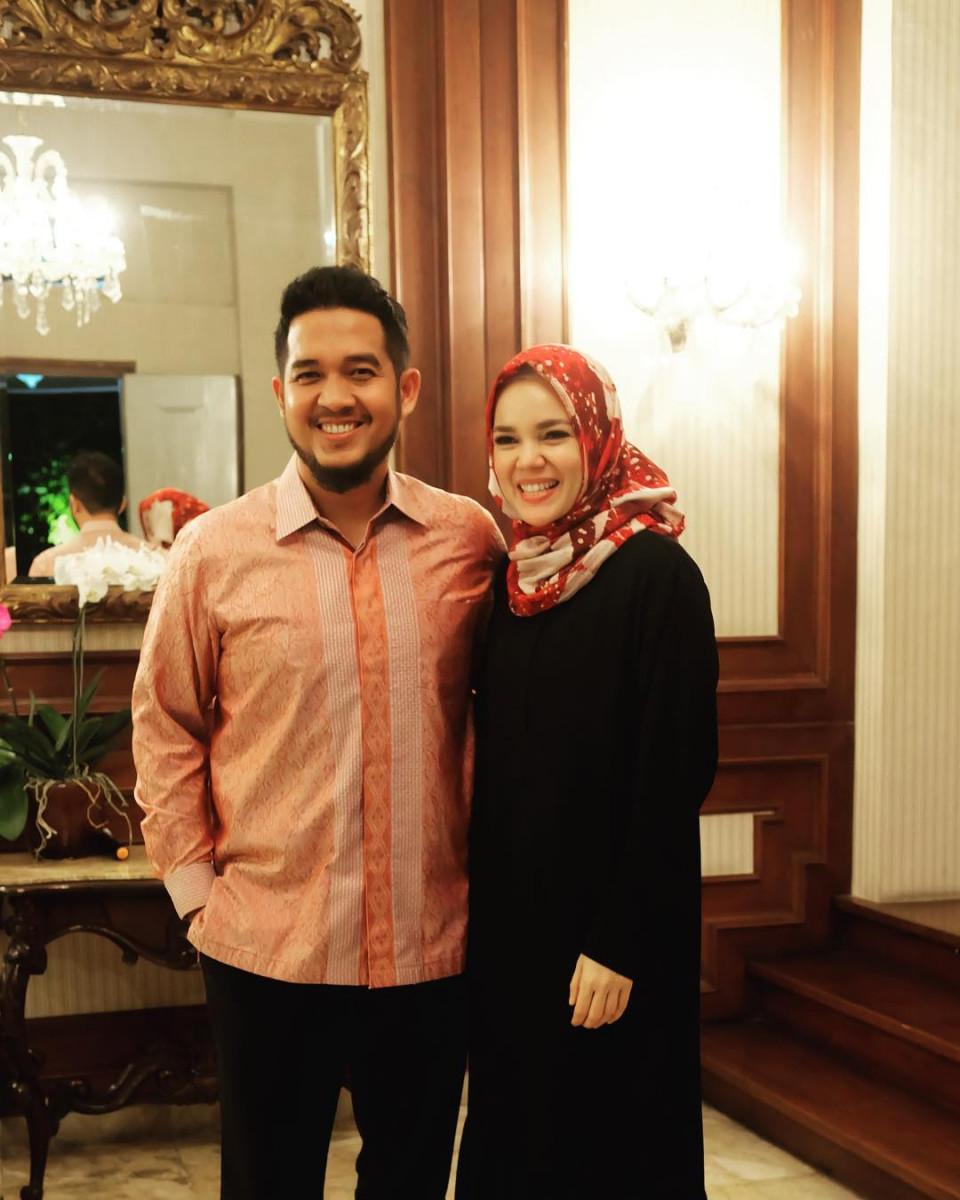 Delapan Tahun Menikah, Ini 10 Potret Harmonis Dewi Sandra dan Agus Rahman - Foto 4